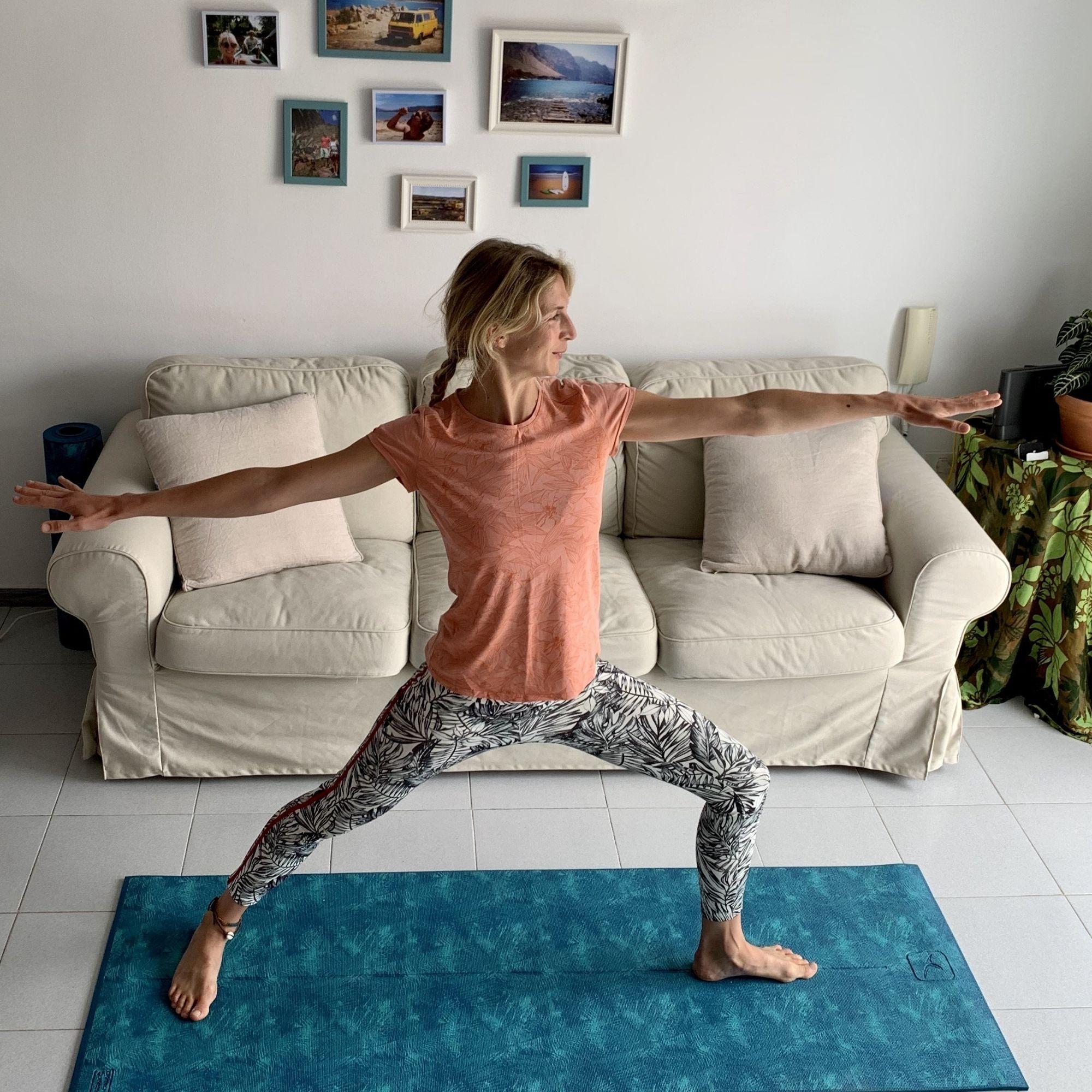 Yoga online auf Deutsch mit Eva